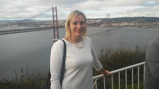 Tatjana Apanasova, a leader of the Socialist Party of Latvia, says EU membership has done nothing to bring democracy to her country. The bridge behind her connects Lisbon, on the right, with Almada, on the left, where Apanasova was part of more than 60 international delegations to the 20th Congress of the Portuguese Communist Party. | John Wojcik / PW