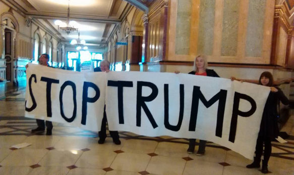 Anti-Trump demonstrators greet members of the Electoral College as they arrive at the Illinois State Capitol to cast their votes on Dec. 19, 2016 in Springfield. | Keri Rautenkranz / PW