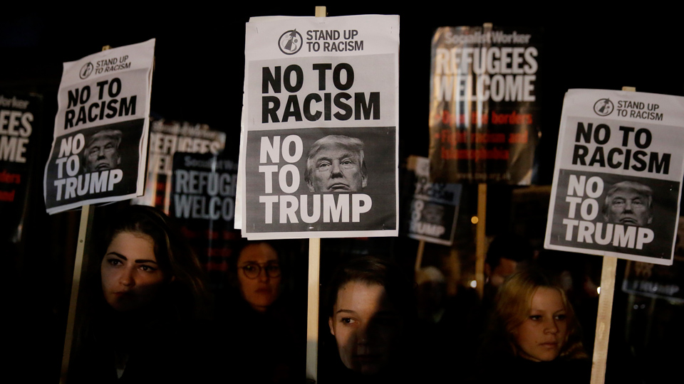 Anti-Trump protests spread to Britain