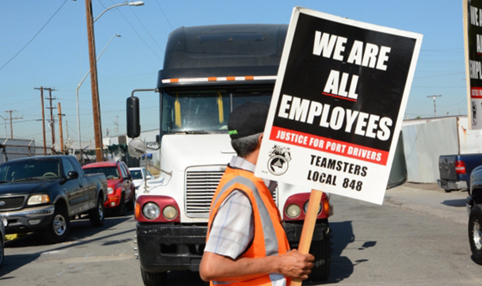 Truckers on L.A.'s docks fight for union rights