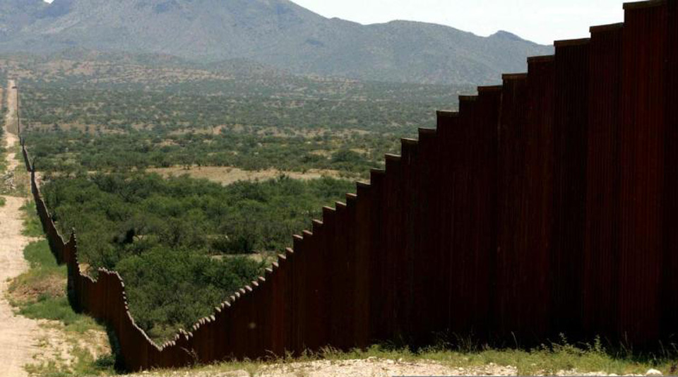 Border state lawmakers challenge border wall