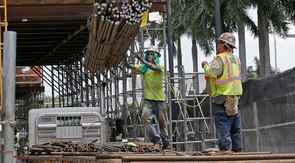Bipartisan coalition beats GOP attempt to weaken Davis-Bacon wage protections