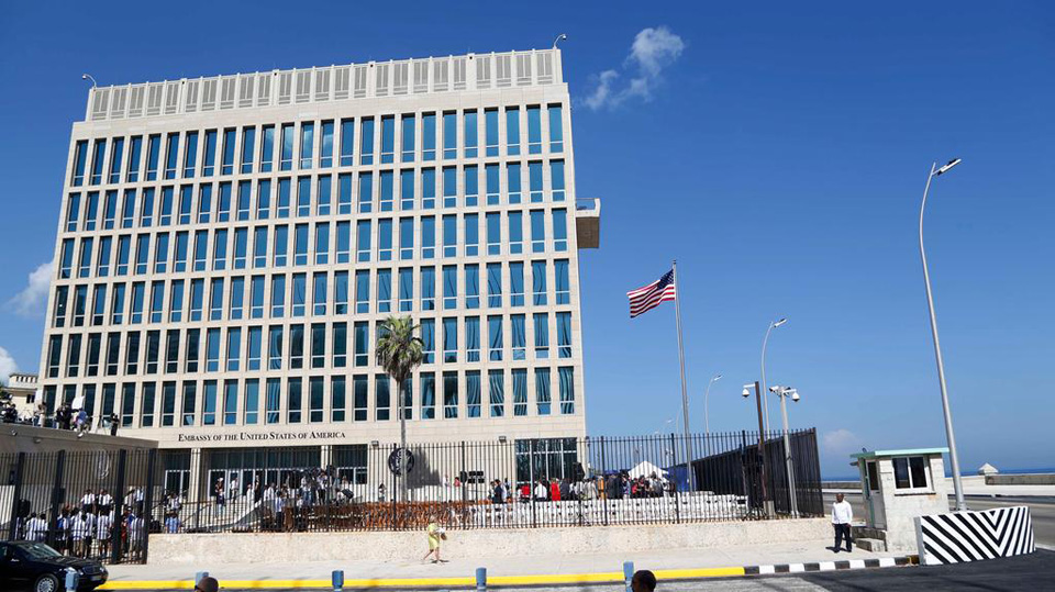 "Opponents of U.S.-Cuba ties score from ""health attacks"" on diplomats"