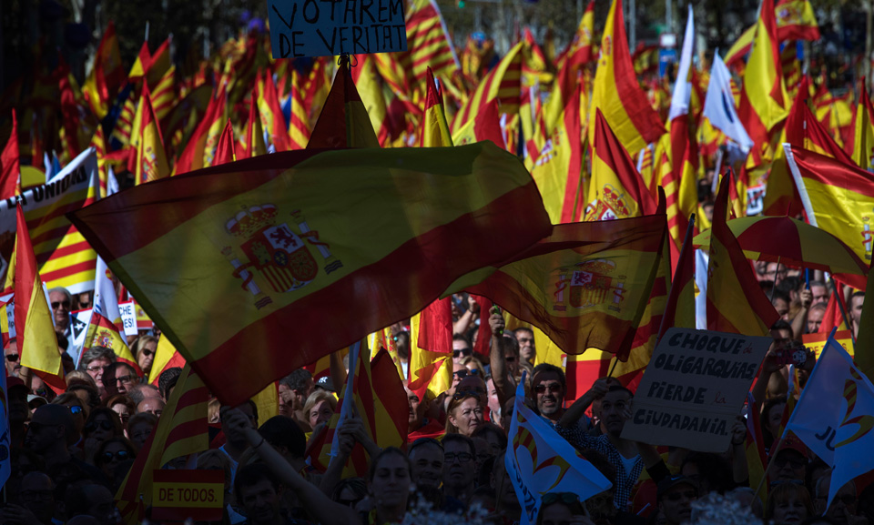 Spanish left calls for federal republic as Catalonia secession crisis deepens