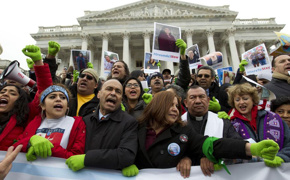 Shutdown looms as government workers and Dreamers descend on Congress