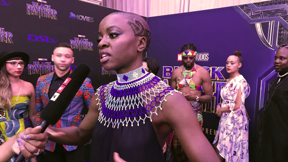 """Pantera Negra"" debuta en África, con lágrimas de alegría"