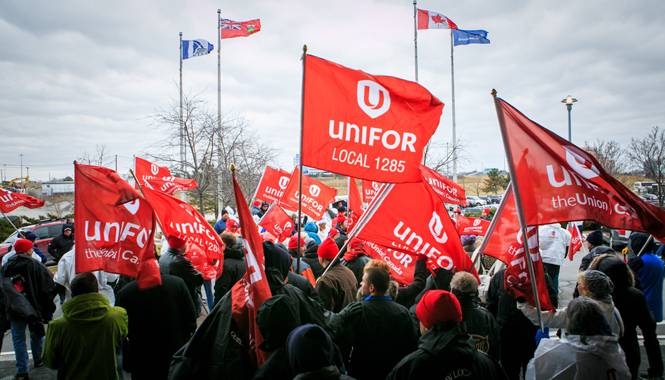 Canadian labor movement splits; membership raids underway