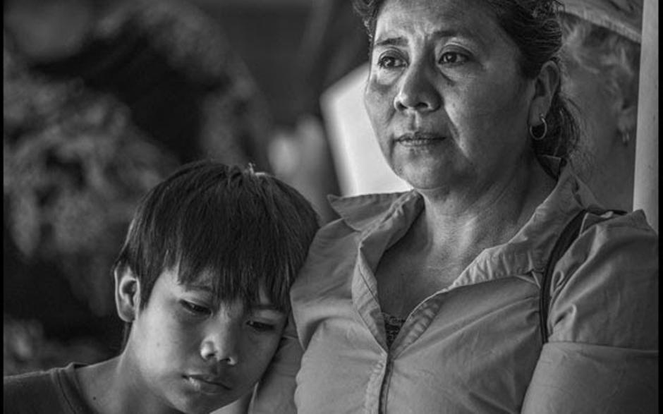 A detention center vigil that defies La Migra