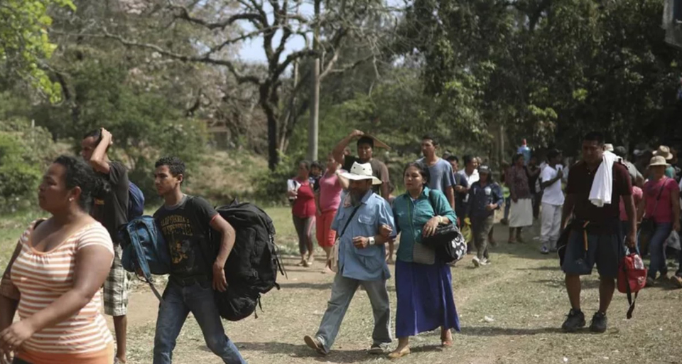 Refugee caravan approaches U.S., Trump blasts Mexico, declares DACA dead