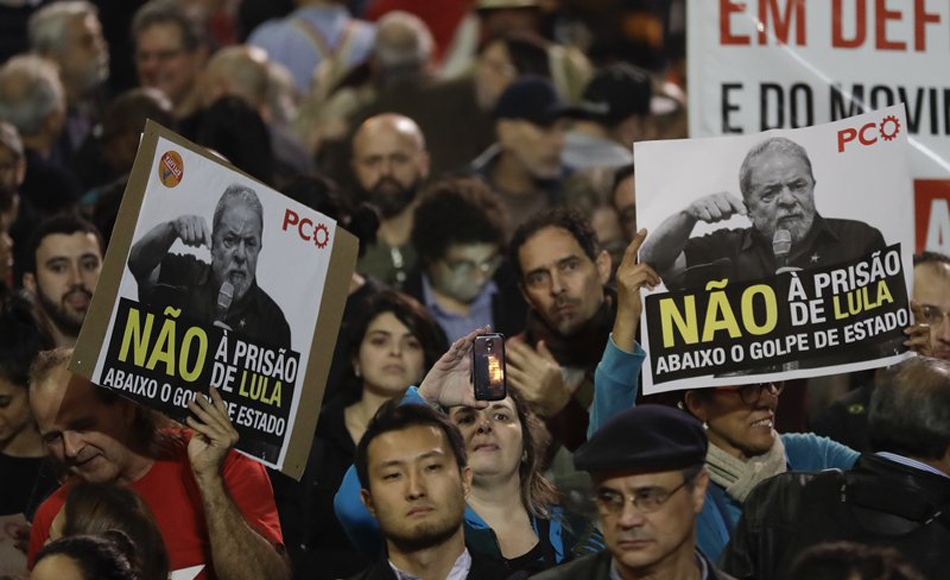 Brazilians rally to Lula after court orders him to prison