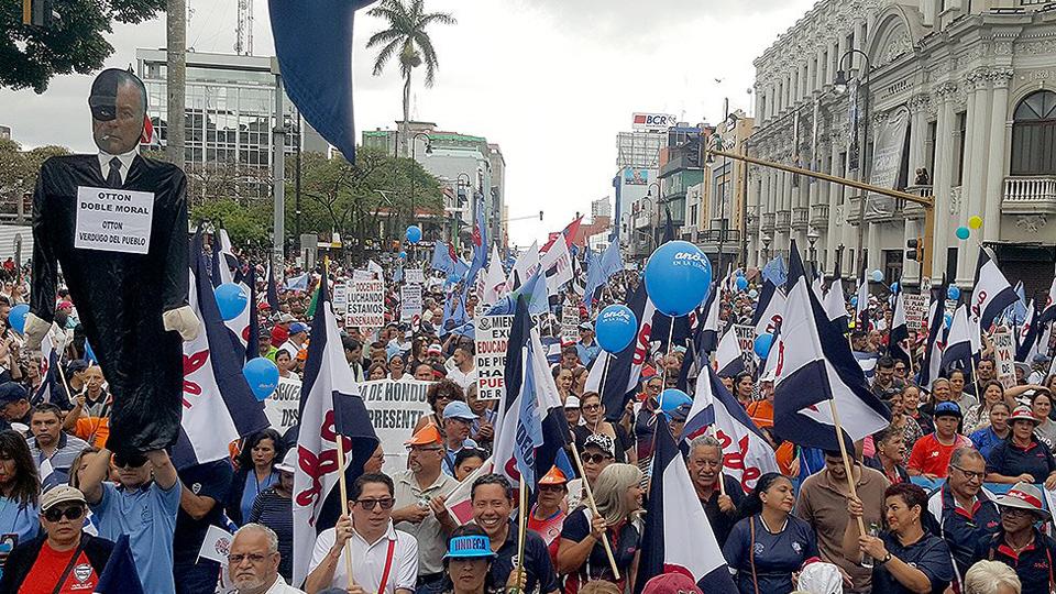 Costa Rica: ¿Quién tiene la culpa de la crisis financiera?