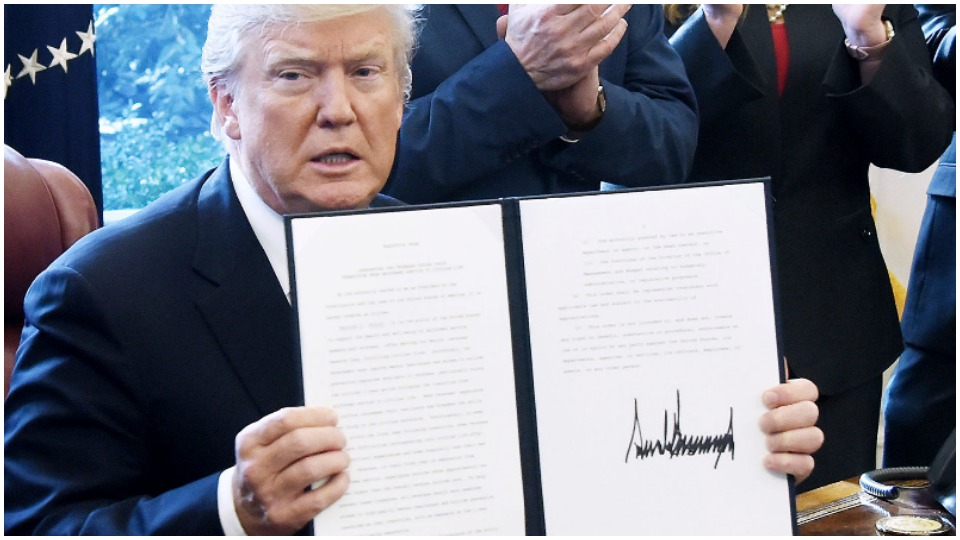 Federal workers union sues Trump over executive order