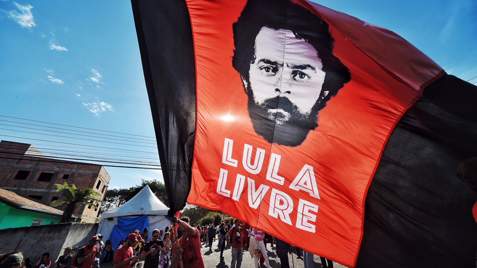 Former Brazilian President Lula remains in prison amid 'Battle of the Judges'