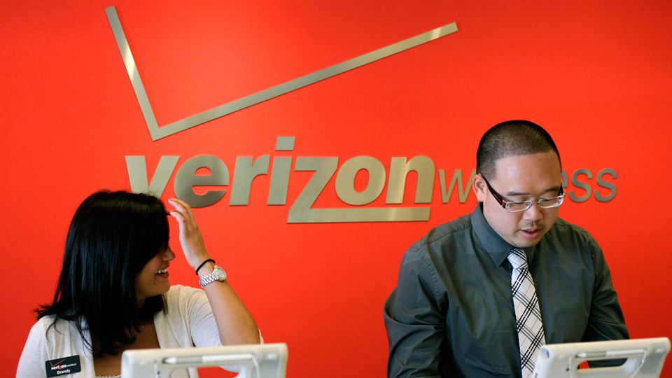 34,000 Verizon union workers to vote on new 4-year pact