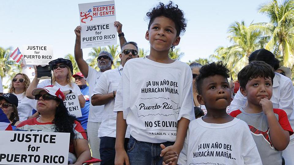 Los puertorriqueños marchan en Florida un año después del huracán María