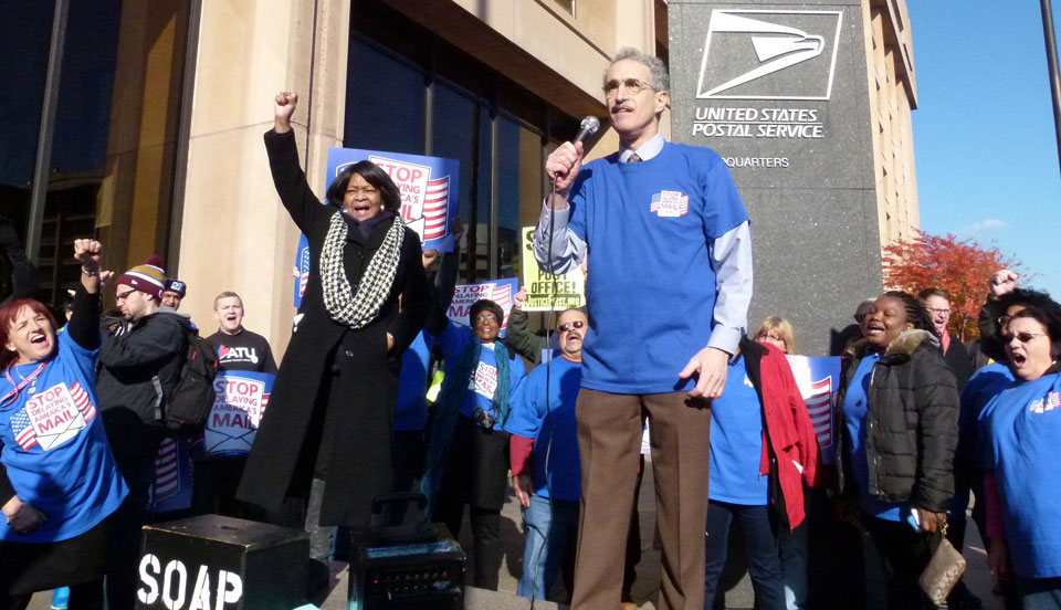 Postal Workers extend bargaining, plan mass action Oct. 8
