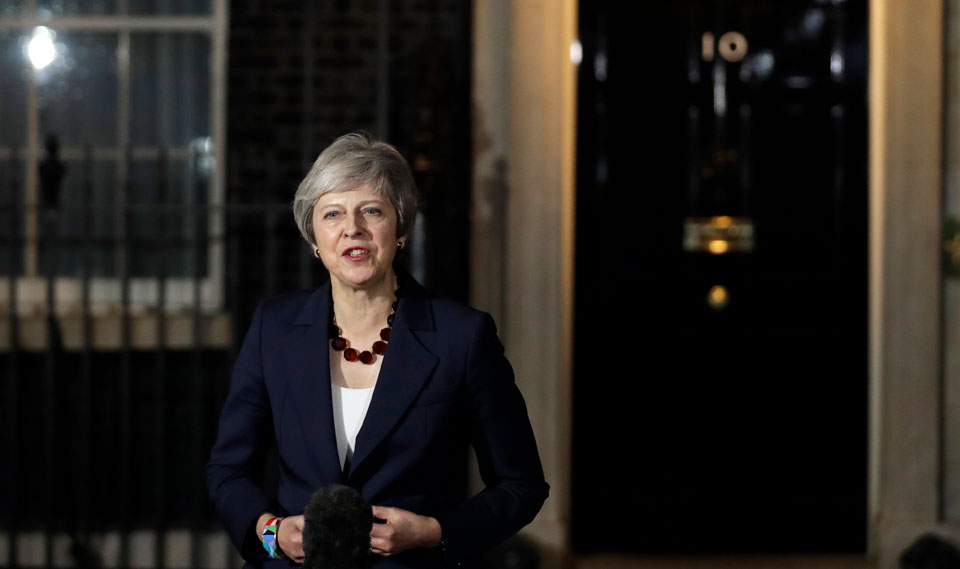 Conservative U.K. government teeters on brink of collapse over Brexit