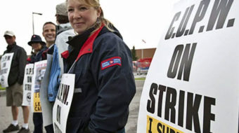 U.S. unions stand against Canadian postal union-busting