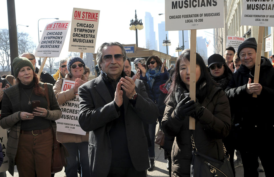 As support grows, striking Chicago Symphony musicians plan free concerts