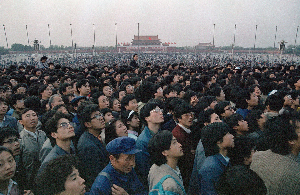 Tiananmen Square 1989: People's World on the scene