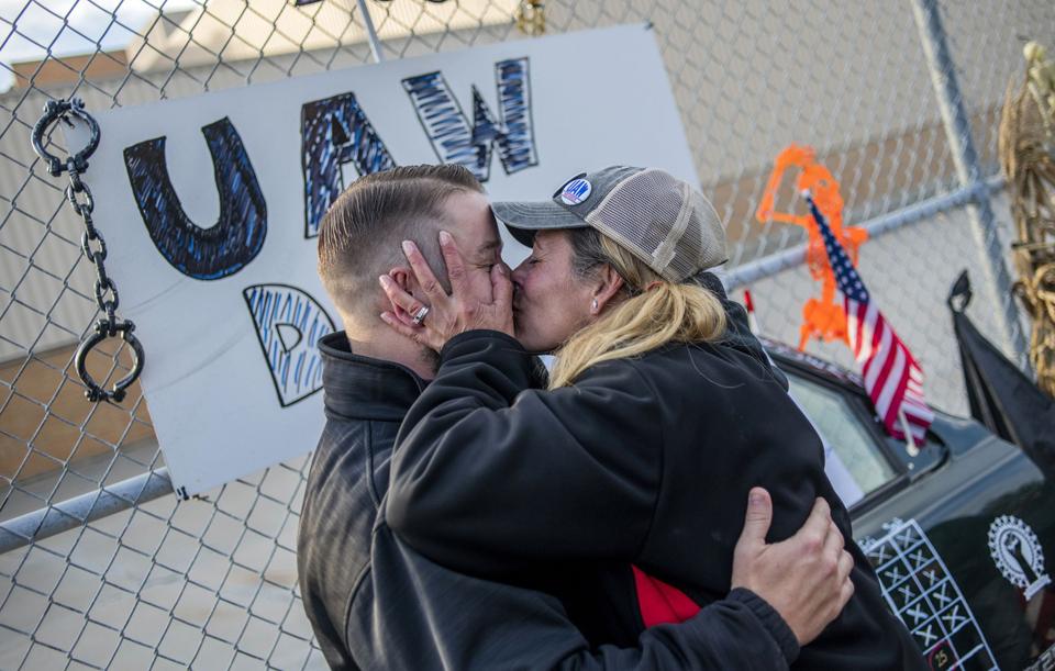 GM workers vote to end longest strike in years