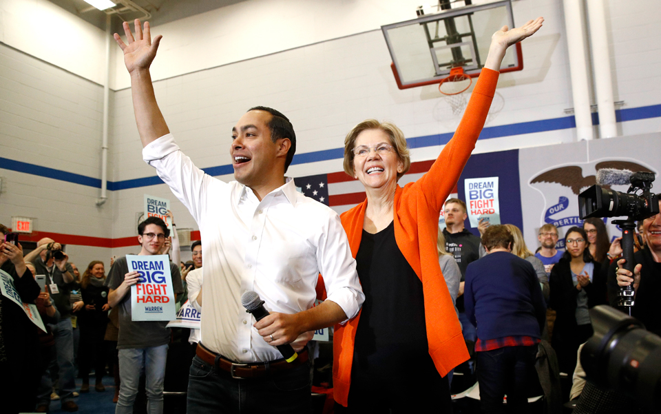 Warren presents ambitious plans to voters in rapidly changing small-town Iowa