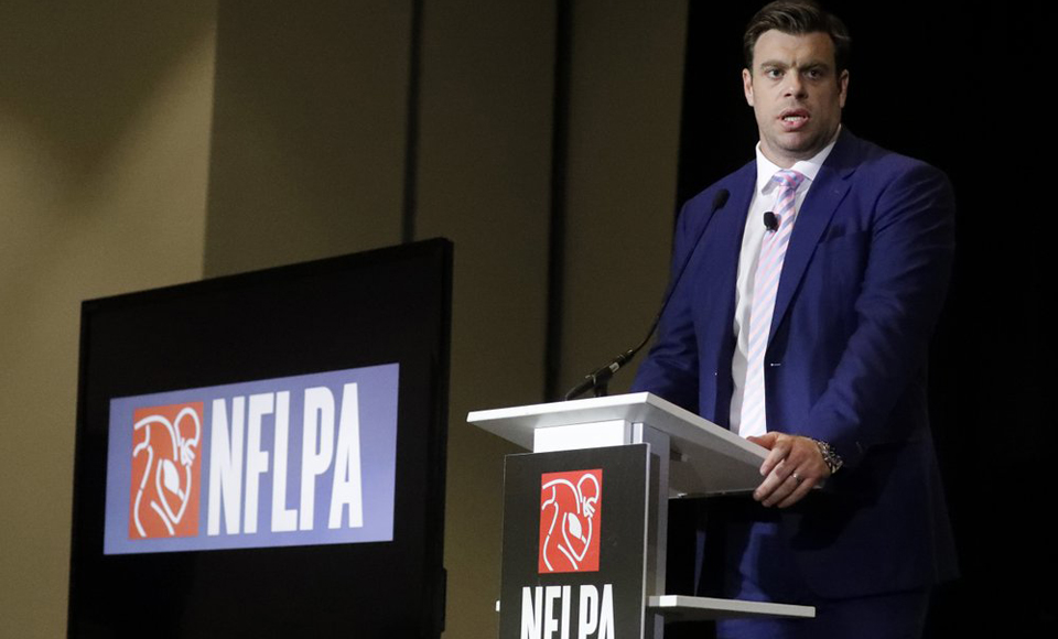 NFL players begrudgingly approve new union contract