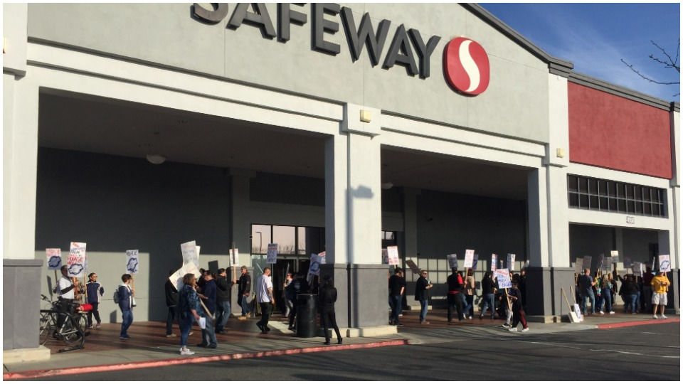 Safeway workers in San Jose, Calif., rally for fair contract