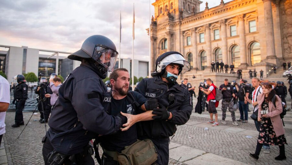 Tug-of-war in Germany between forces for peace and militarists