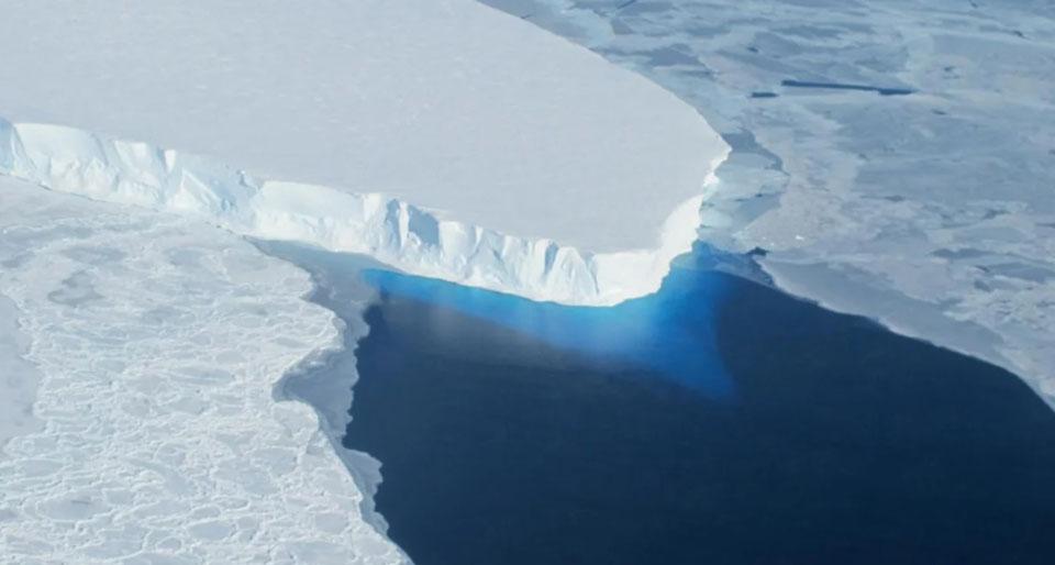 Robot finds more warm water beneath Antarctica's doomsday glacier