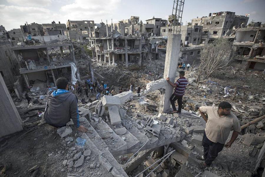 Polvo llena de sangre en las calles de Gaza