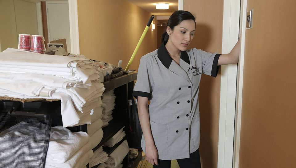 Chicago ordinance bringing laid-off hotel workers back to work stalls