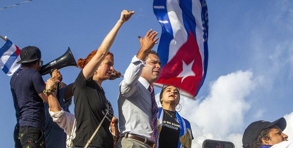 Miami Mayor calls for air strikes on Cuba