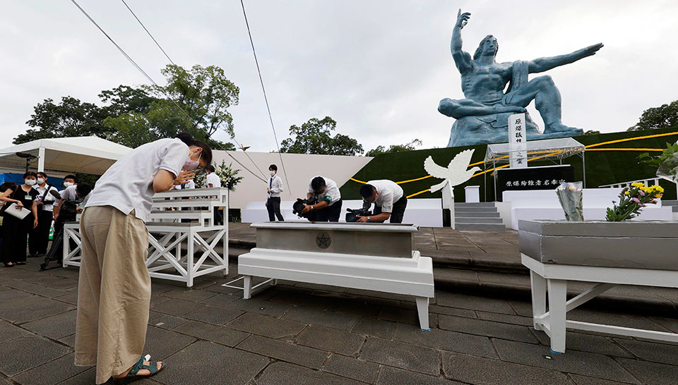 Nagasaki remembers 70,000 dead, calls on leaders to create nuclear-free zone
