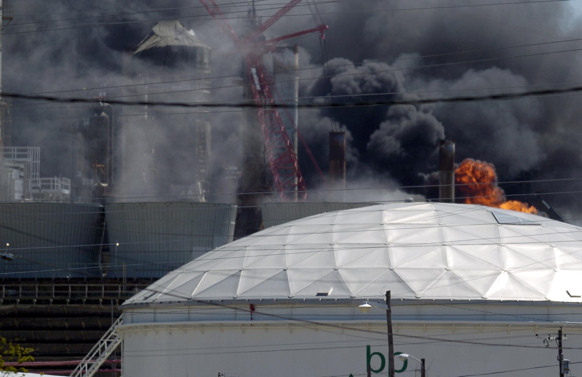 Locking out refinery workers risks deadly accident – People's World