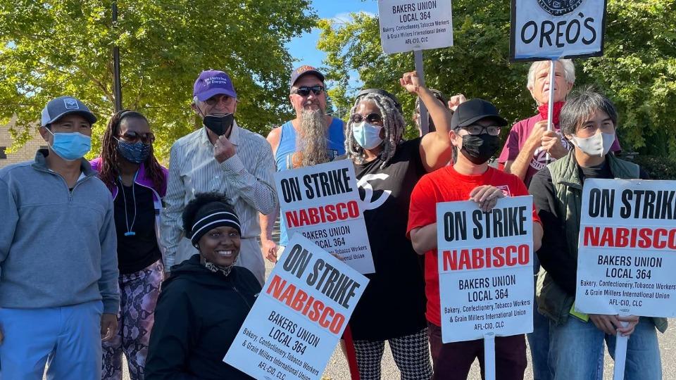 Workers win, ending Mondelez Oreo cookie strike